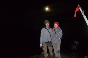Ari & Ayu & Bulan Purnama